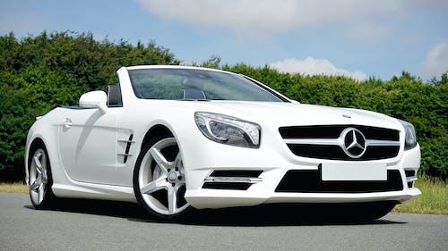 araba, araç, beyaz, cabrio içeren Ücretsiz stok fotoğraf