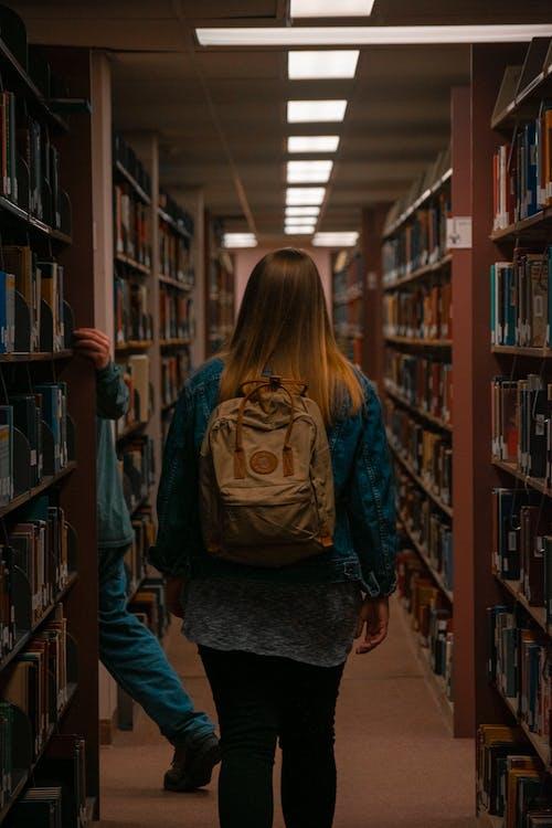 Photos gratuites de adult, apprendre, bibliothèque, book