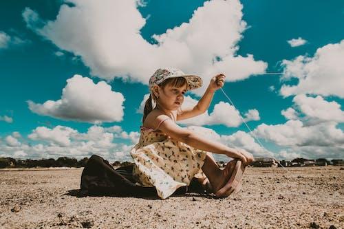 Foto profissional grátis de à beira-mar, ação, adorável, alegria