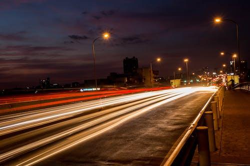 光, 光迹, 城鎮, 晚上 的 免费素材照片