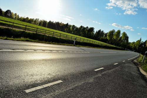 Foto d'estoc gratuïta de arbres, asfalt, autopista, bosc