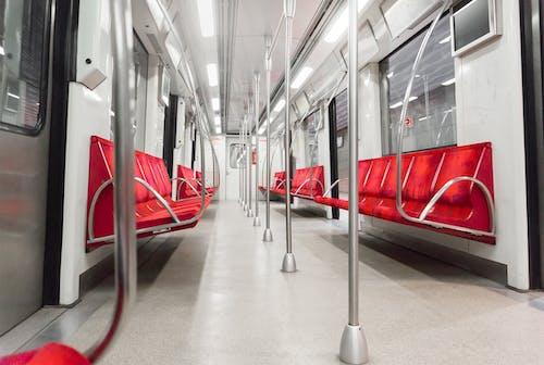 Foto stok gratis baja, kendaraan umum, kereta bawah tanah, kursi