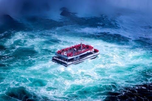 araç, dalgalar, deniz aracı, okyanus içeren Ücretsiz stok fotoğraf