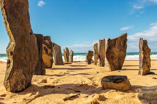 Δωρεάν στοκ φωτογραφιών με άμμος, αφρός της θάλασσας, βράχια, γνέφω