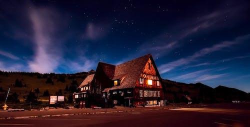 Foto d'estoc gratuïta de allotjar, arquitectura, edifici, estrelles