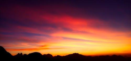 Δωρεάν στοκ φωτογραφιών με ακτίνα ήλιου, απόγευμα, αυγή, βουνά