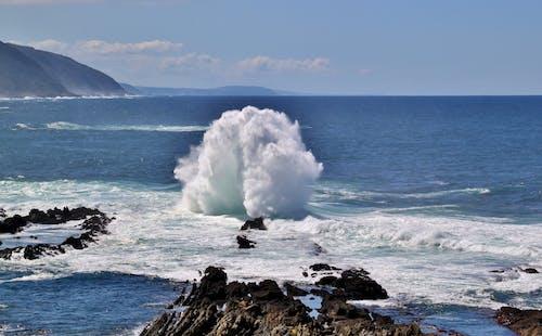 Foto stok gratis air, batu, gelombang, guyuran