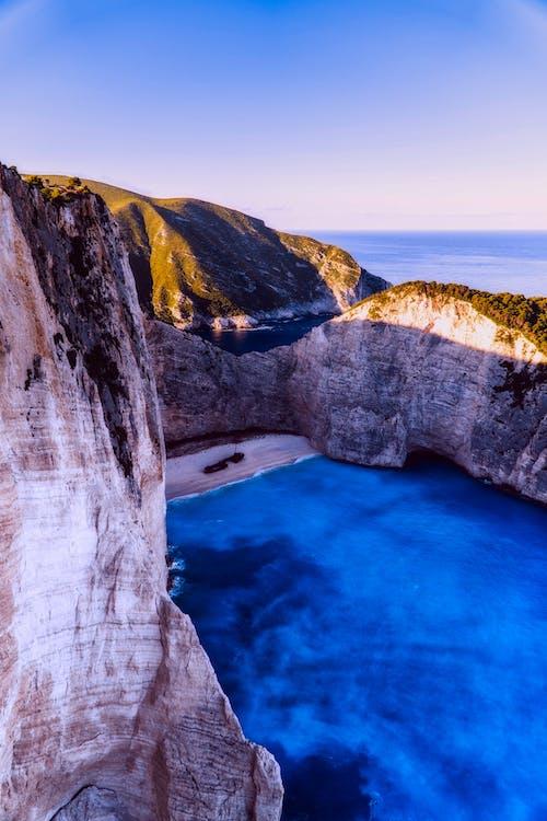 Δωρεάν στοκ φωτογραφιών με rock, ακτή, βουνό, βράχια