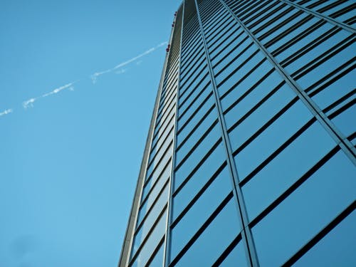 Безкоштовне стокове фото на тему «архітектура, багатоповерховий, Будівля, жаб'яча перспектива»