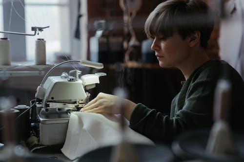 Fotos de stock gratuitas de alcantarilla, coser, cosiendo, costura