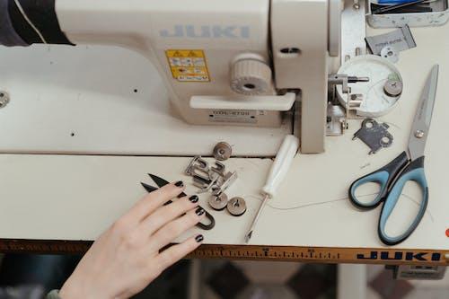 atölye, dikiş, dikiş fabrikası, dikiş makinesi içeren Ücretsiz stok fotoğraf