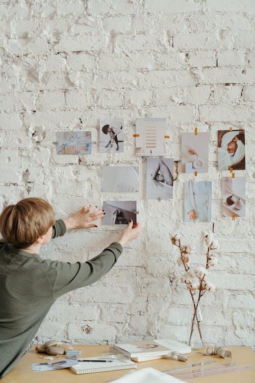 Kostenloses Stock Foto zu arbeitsplatz, backsteinmauer, baumwolle