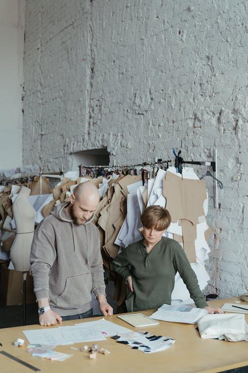Kostenloses Stock Foto zu atelier, backsteinmauer, bekleidungsfabrik