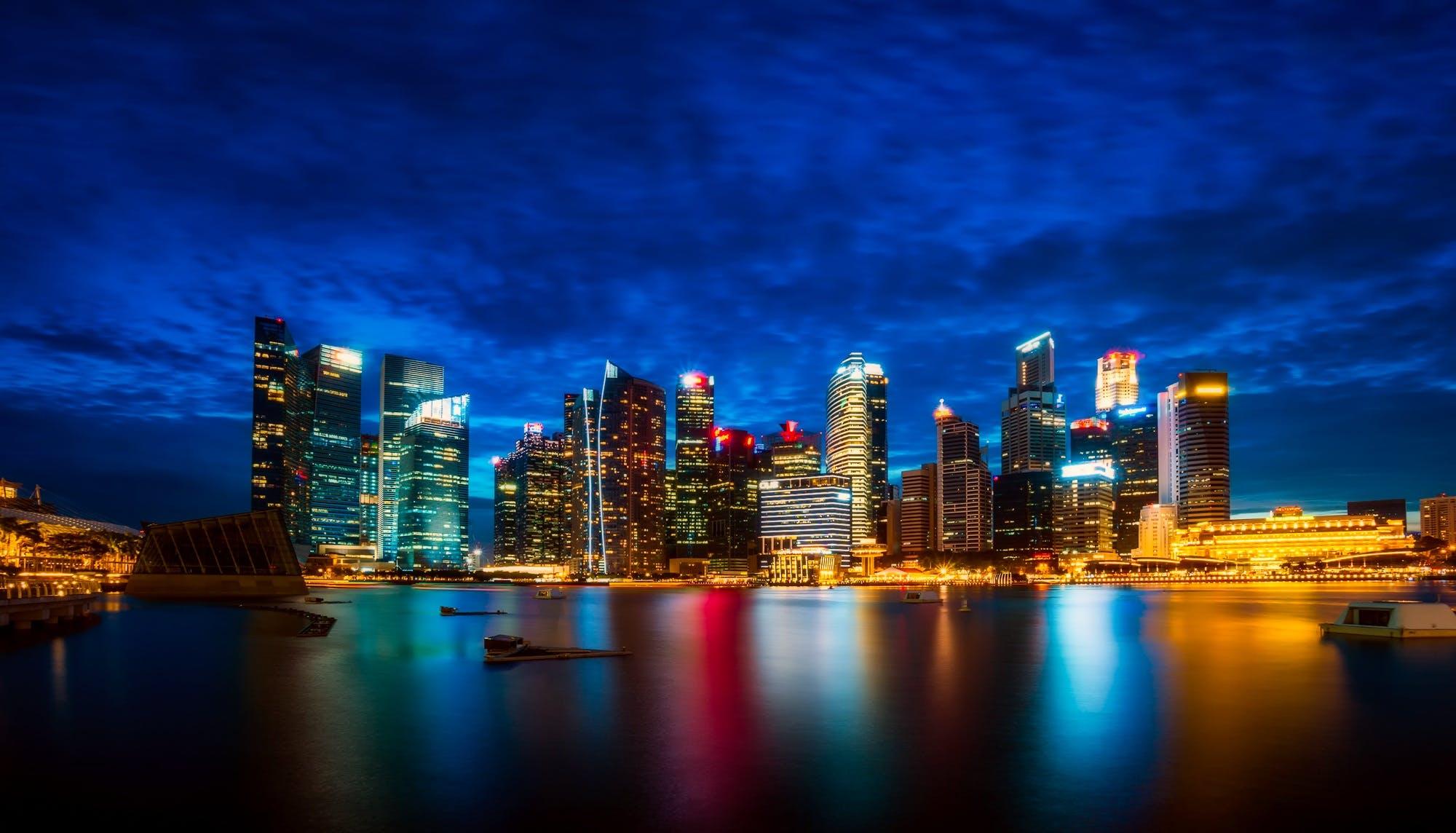 Бесплатное стоковое фото с вечер, горизонт, здания, набережная