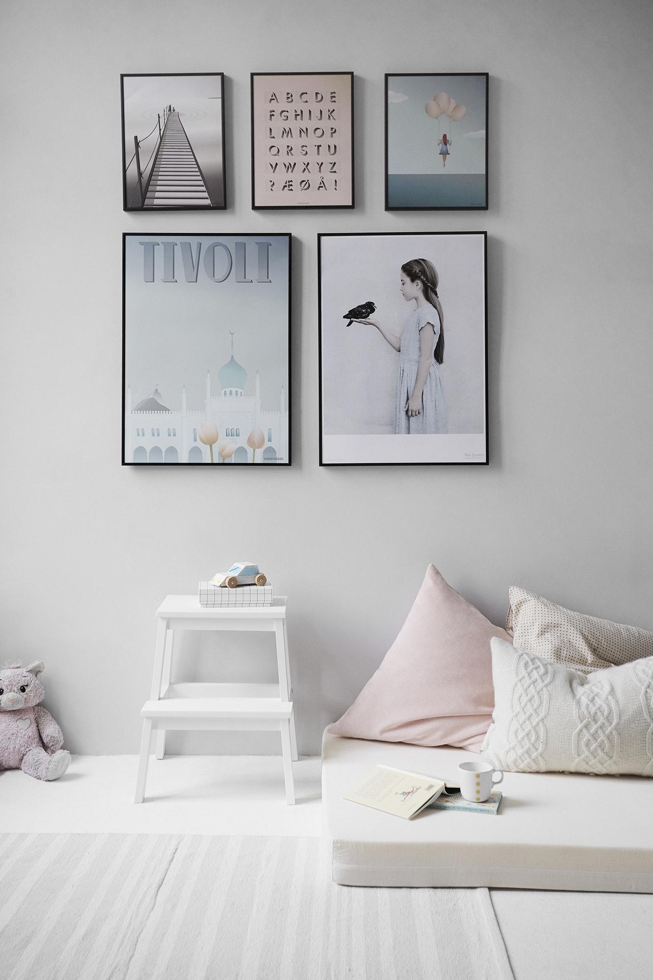 Dormitorio minimal con colores neutros