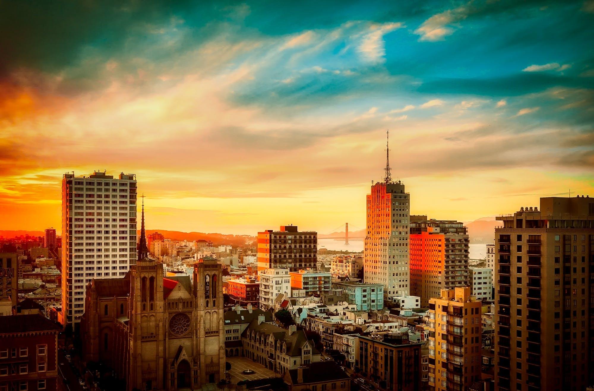 Foto d'estoc gratuïta de arquitectura, capvespre, cel, centre de la ciutat