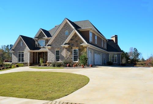Gratis lagerfoto af arkitektdesign, arkitektur, blå himmel, boligområde