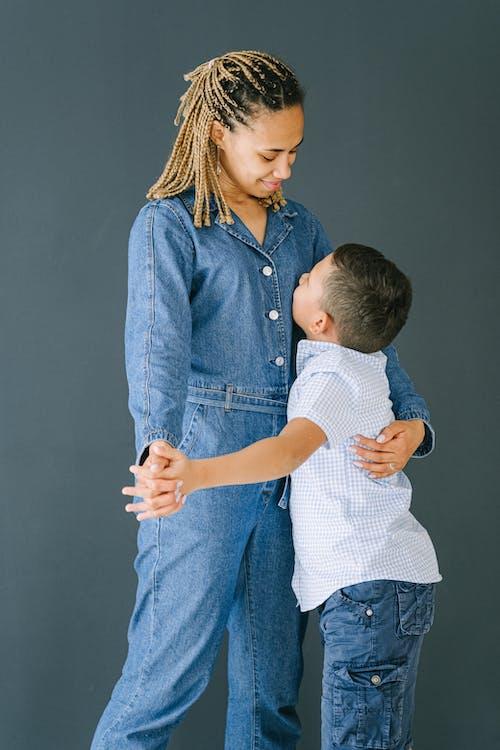 Ảnh lưu trữ miễn phí về bộ đồ liền thân, cảm xúc tích cực, cha mẹ