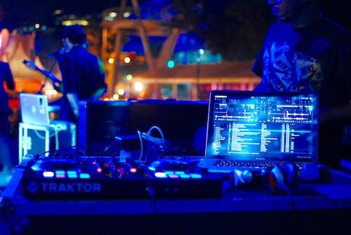 Fotobanka sbezplatnými fotkami na tému DJ, hudobníci, ľudia, noc