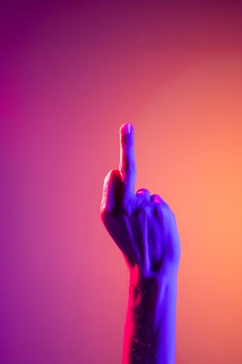 Immagine gratuita di aggressivo, arte al neon, comunicazione