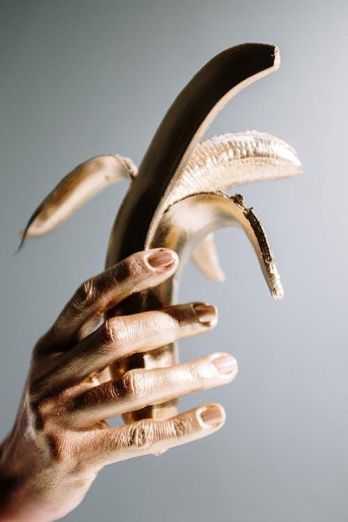 Gratis lagerfoto af arm, fingre, guld, gylden