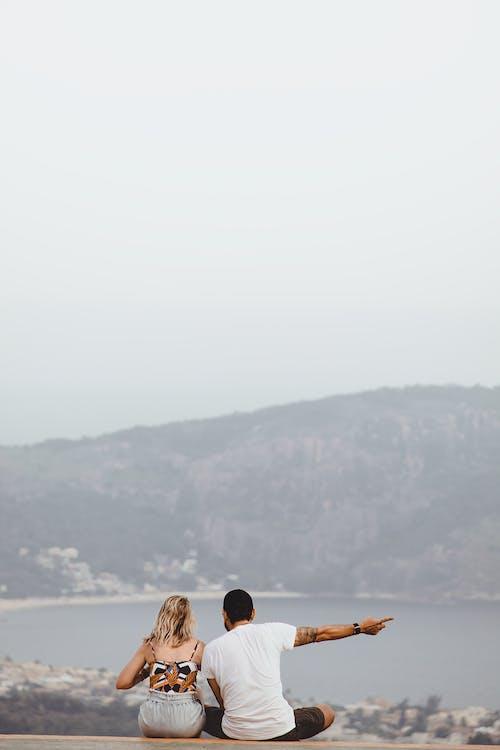 açık hava, anonim, arka plan bulanık, arkadan görünüm içeren Ücretsiz stok fotoğraf