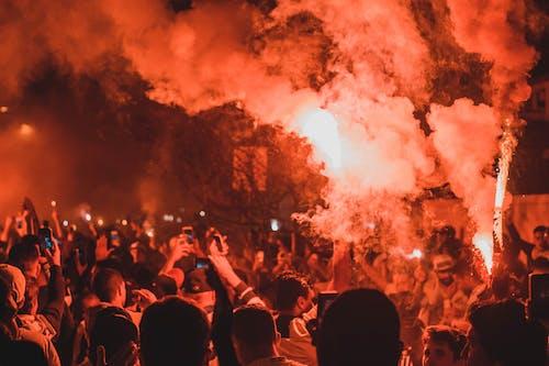 Darmowe zdjęcie z galerii z bunt, dym, energia, fajerwerki