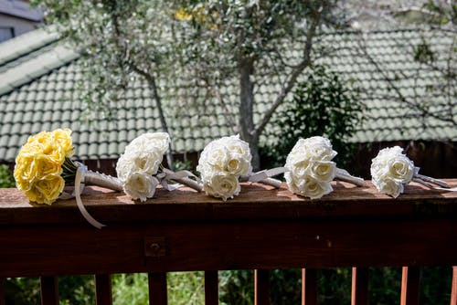 Similar rose flower bouquets on table during wedding ceremony