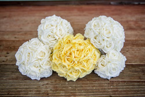 Bright blooming rose bouquets on wedding day