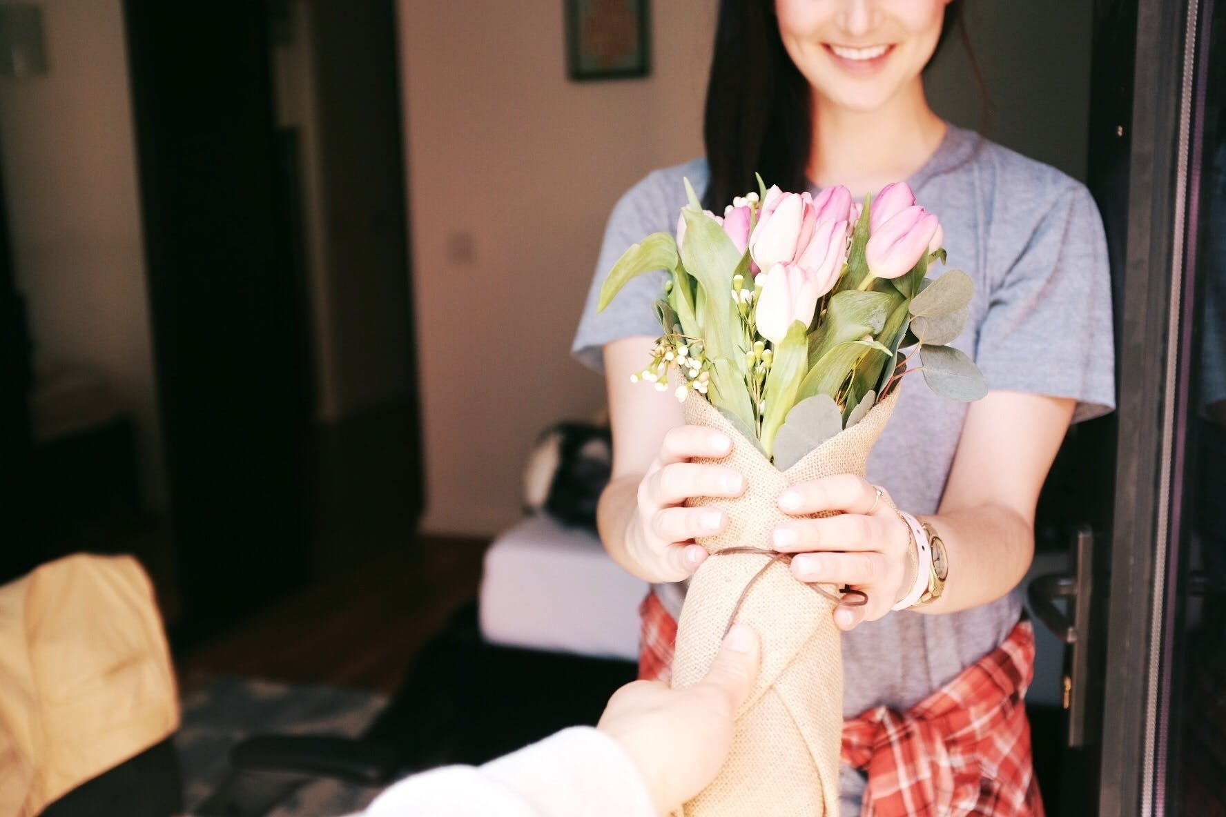 Free stock photo of bouquet, bouquet of flowers, flowers, gesture