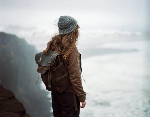 Fotos de stock gratuitas de apariencia, aventura, boina de lana