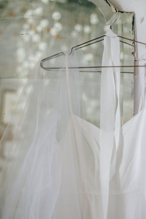 垂直拍攝, 掛, 白色的衣服 的 免費圖庫相片