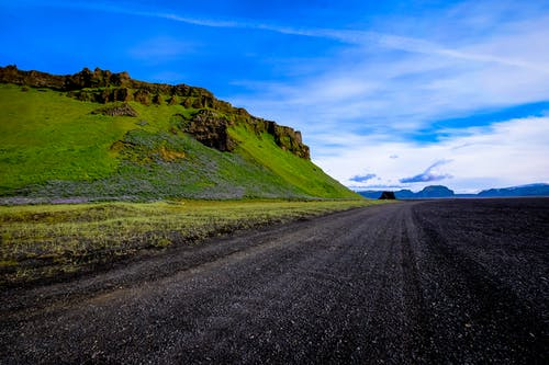 Foto d'estoc gratuïta de carretera, cel, herba, idíl·lic