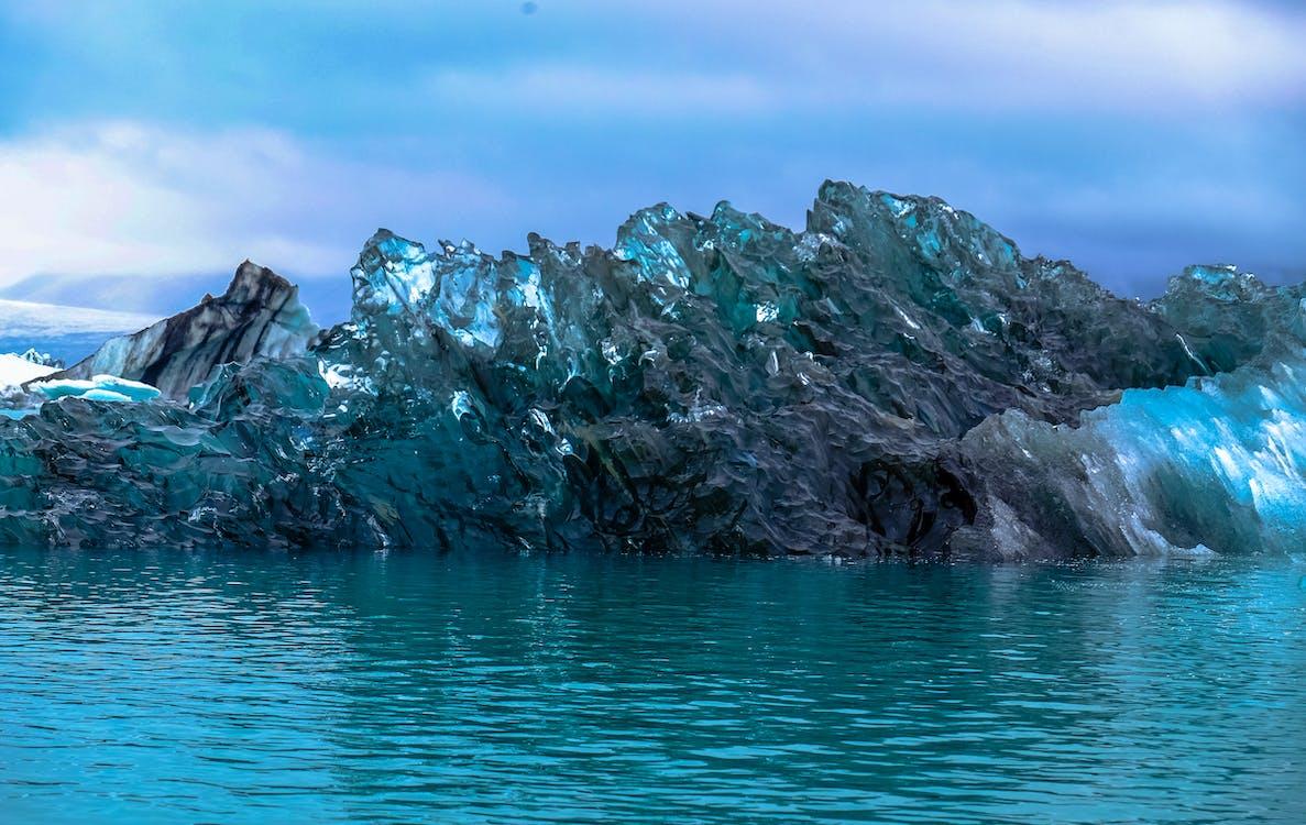 denní světlo, klidné vody, led