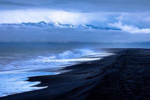 Безкоштовне стокове фото на тему «берег моря, вода, краєвид, махати»