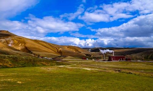 Δωρεάν στοκ φωτογραφιών με βουνά, γήπεδο, γρασίδι, εργοστάσιο