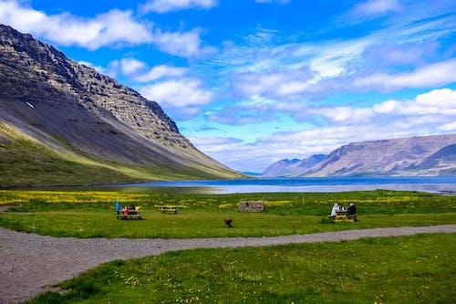 Foto d'estoc gratuïta de aigua, camp, cel, fusta