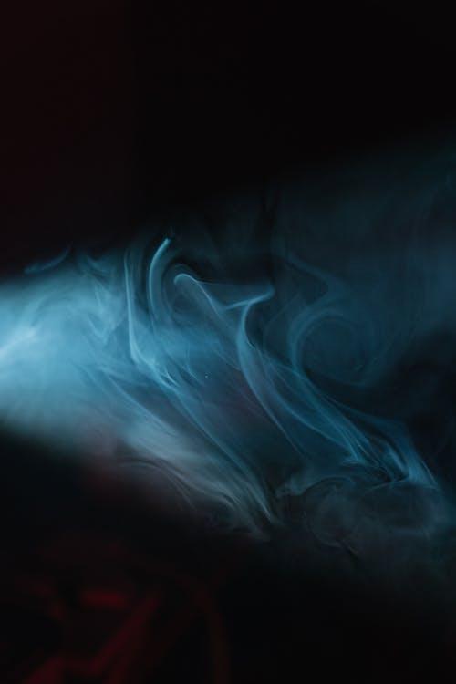 白と青の煙のイラスト
