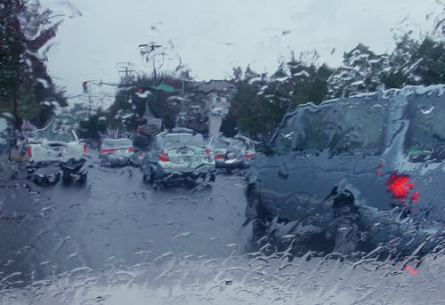 Foto profissional grátis de rain street van cars