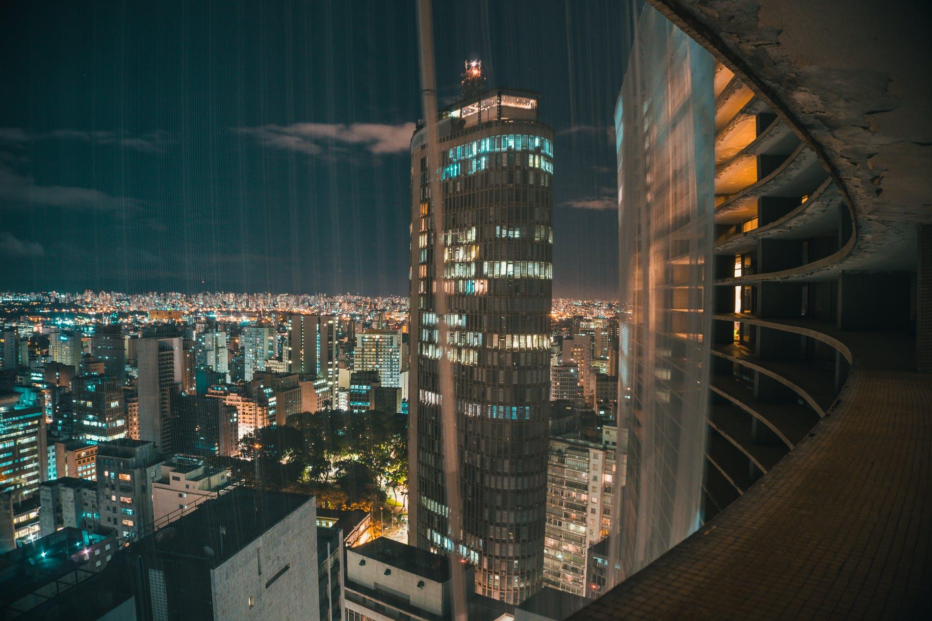 Kostenloses Stock Foto zu abend, beleuchtet, gebäude, groß