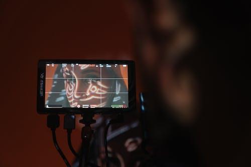 Tv Layar Datar Hitam Diaktifkan Di Kamar Gelap