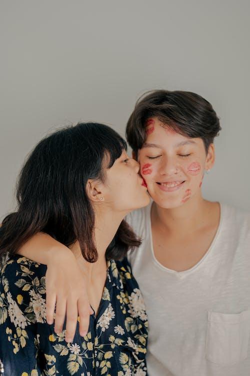 一對, 互動, 吻, 吻痕 的 免費圖庫相片