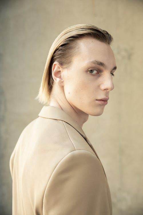 Základová fotografie zdarma na téma bez emocí, blond, blond vlasy