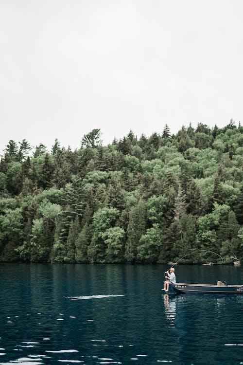Darmowe zdjęcie z galerii z aktywność w wodzie, czas wolny, jezioro, kuter rybacki