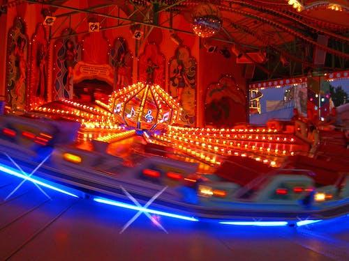 Foto d'estoc gratuïta de atracció, bola de discoteca, carnaval, cavallets