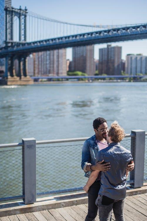 一對, 吊橋, 同志, 同志文化 的 免費圖庫相片
