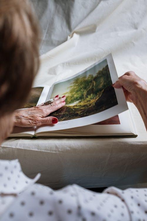 Безкоштовне стокове фото на тему «Анонімний, Бабуся, білосніжка»