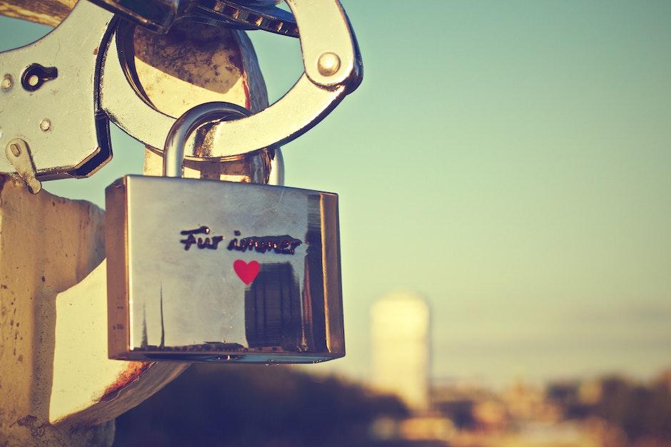 german, love padlock