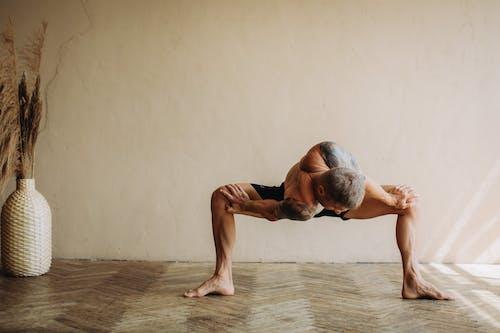 Immagine gratuita di a piedi nudi, adulto, allenamento domestico, ballando