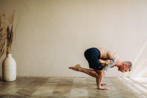 Immagine gratuita di a piedi nudi, adulto, allenamento domestico, ballerina